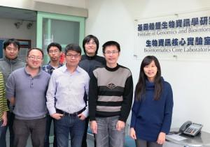 中興大學基因體暨生物資訊學研究所劉俊吉副教授(前排中)與研究團隊合影