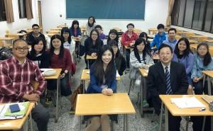 法赫法律事務所律師吳孟柔(前排右1)蒞校演講。
