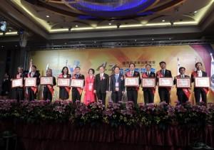十大傑出農業專家合影。(圖片來源:台灣傑出農業專家發展協會)