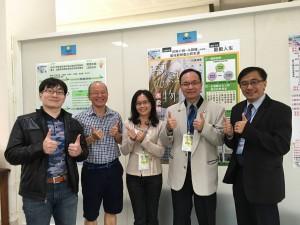 穀金傳奇團隊由興大EMBA財金組畢業生張世昌(右2)結合生物科技研究所孟孟孝教授(左2)之技術