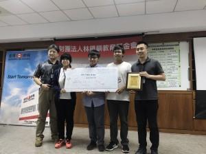 第五屆矽酮創意應用設計競賽,興大材料系團隊榮獲第一名,右至左:興大材料助理教授賴盈至、專題生劉家、碩士生蕭勇麒、碩士生吳幸玫。