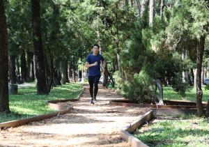 興大健康步道今啟用,是國內第一條結合數位科技與健康樂活的校園步道,可即時監測PM2.5等空氣數值