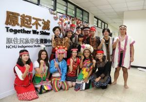 興大原住民族資源中心12月17日揭牌,學生穿族服,展現傳統特色