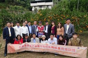 參訪越南廣寧省農業訪學團柑橘園與古銘家園長合影