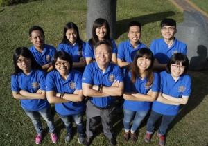 興大土環系林耀東特聘教授(前排中)與研究團隊合影